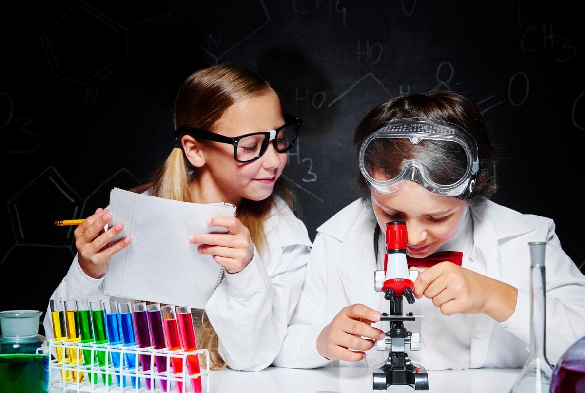 Detský mikroskop pre chlapca